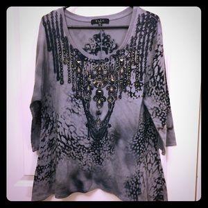 BLEU - Petite XL - edgy top with embellishments